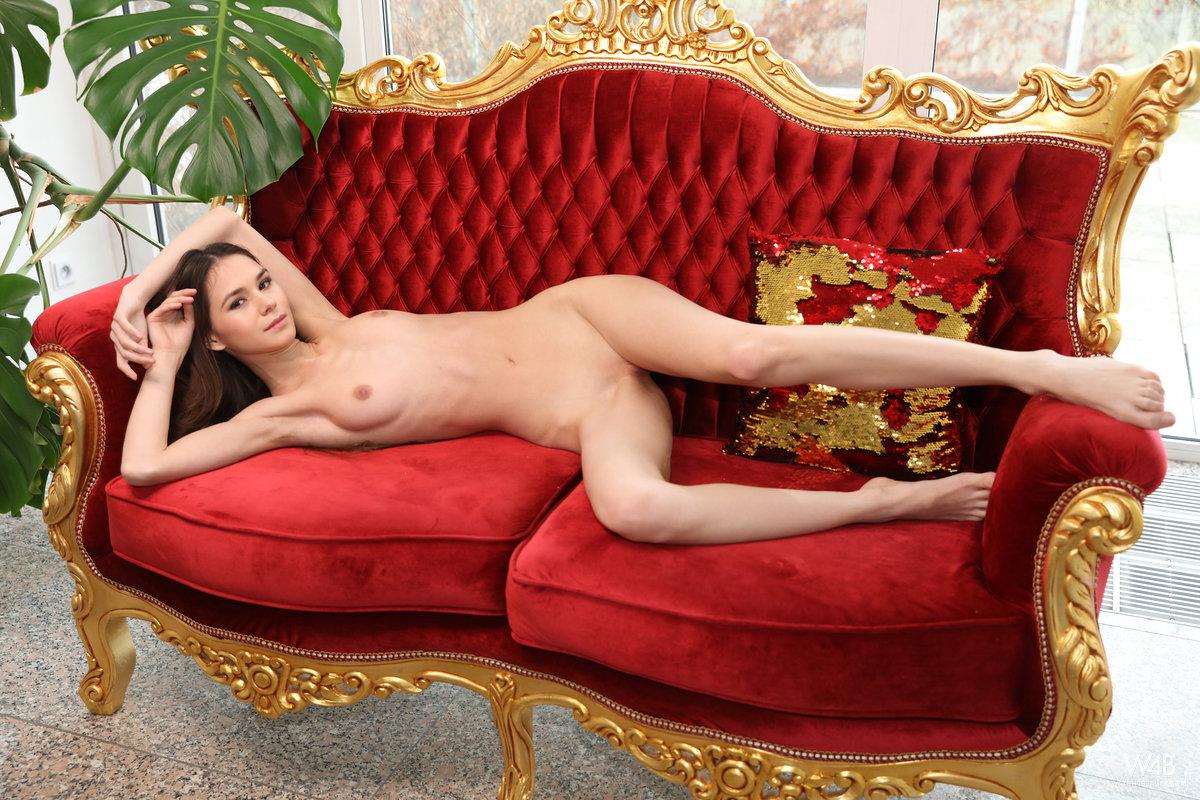Leona Mia – My Favorite Sofa